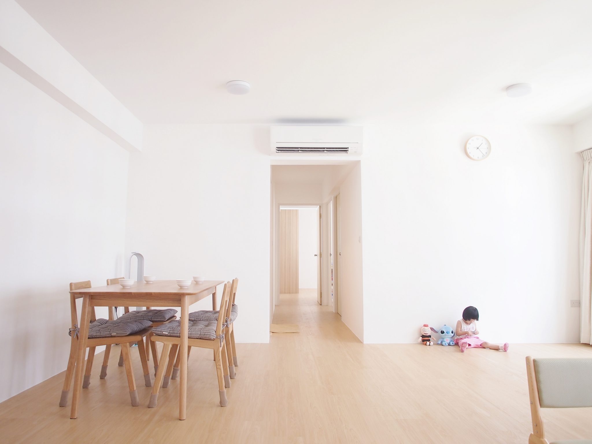 House Tour: Dave and Kate's Clean and Simple Minimalist ...