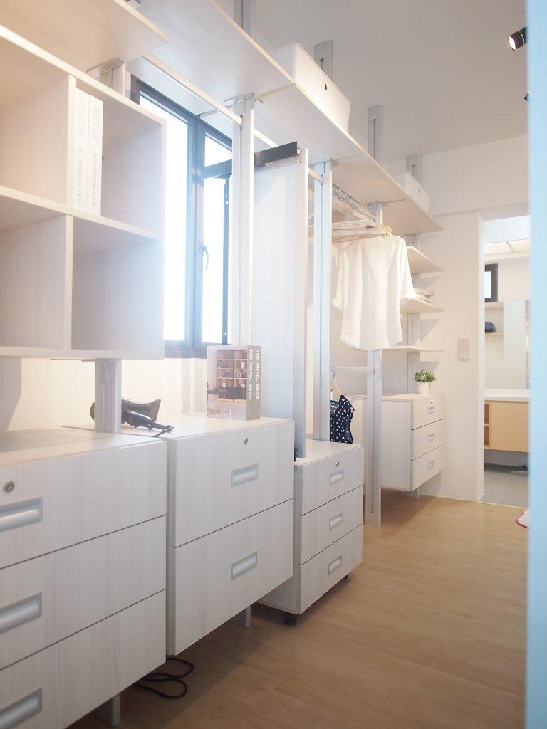 Singapore minimalist wardrobe