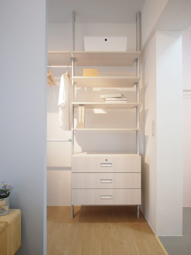 Singapore minimalist wardrobe simple