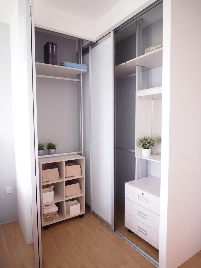 Singapore simple wardrobe