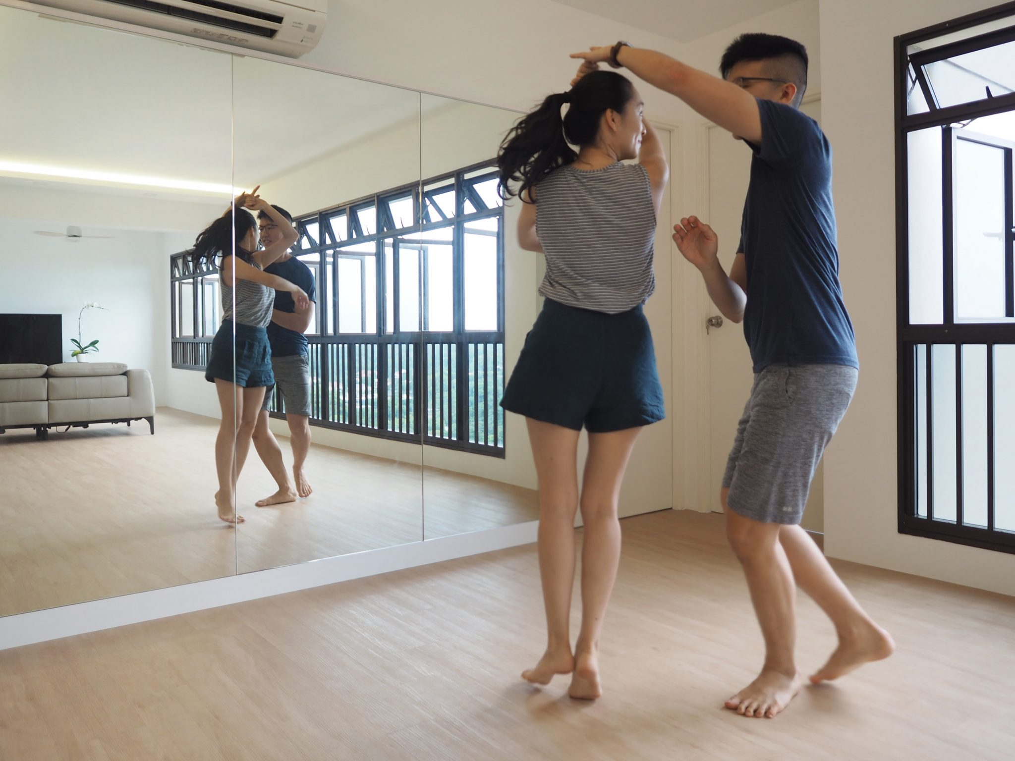 hdb mirror dance