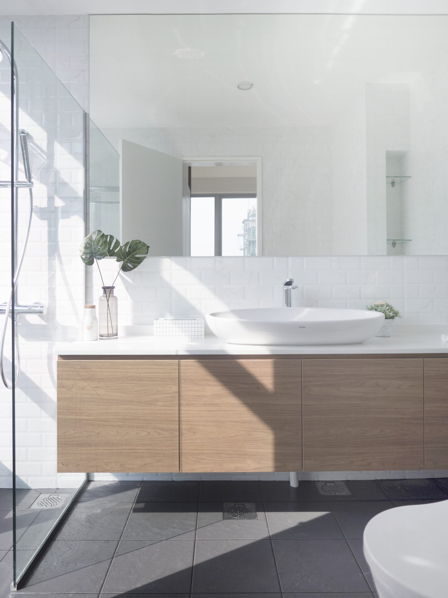 modern minimalist bathroom