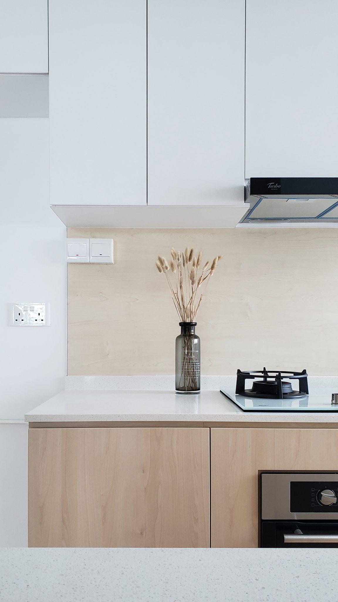 white woodgrain kitchen