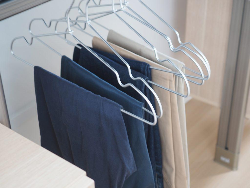 wardrobe minimalist
